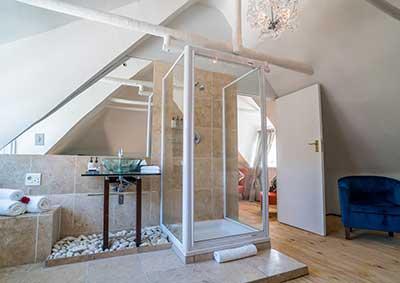Executive Suite Bathroom in Stellenbosch Guest House
